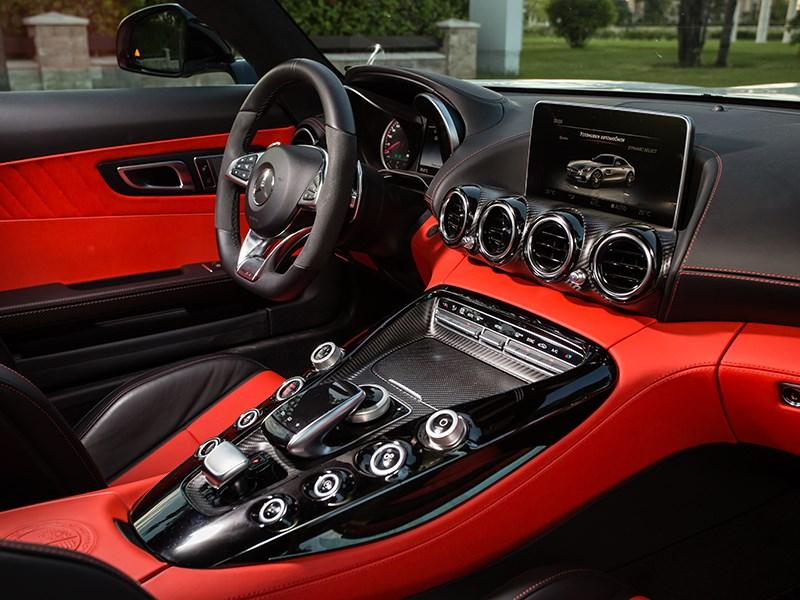 Mercedes-AMG GT S 2015 салон