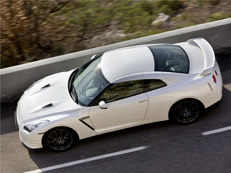 Nissan GT-R 2010 вид сверху