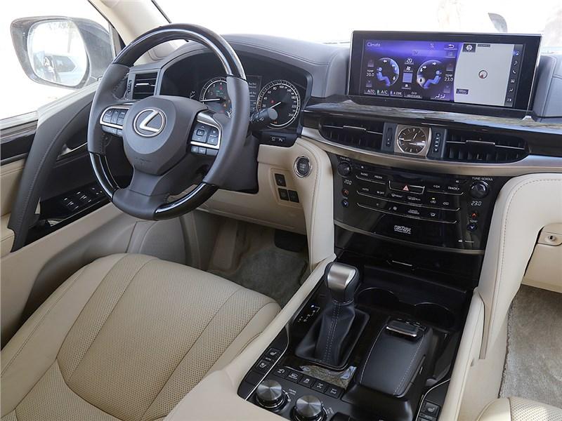 Lexus LX 2016 салон
