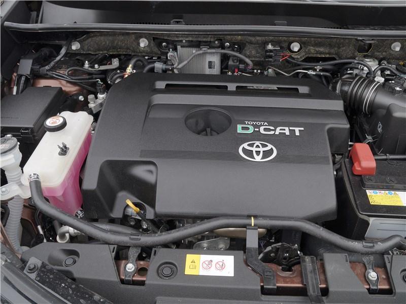 Toyota RAV4 2016 моторный отсек