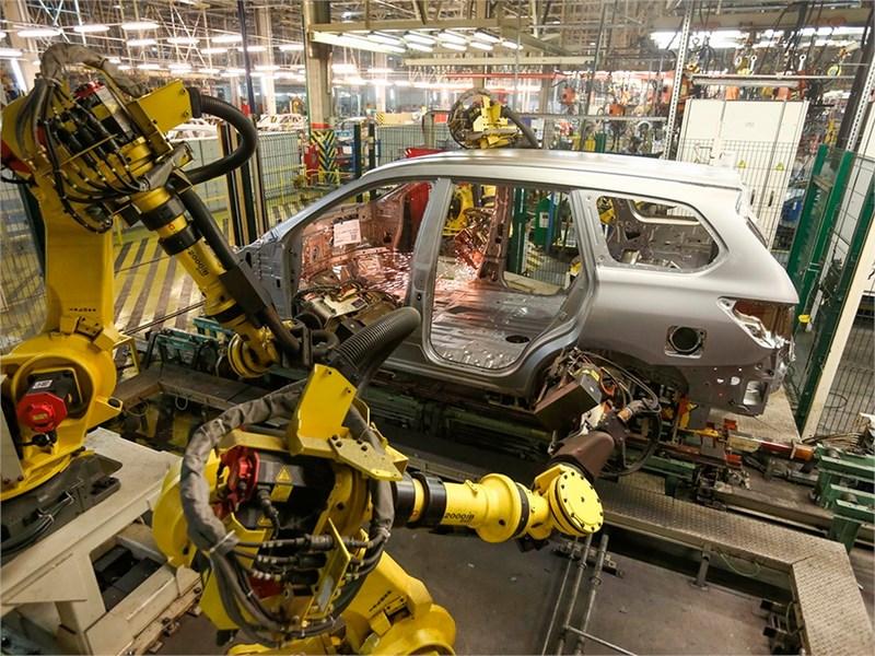 Nissan приостановил производство двух моделей в России