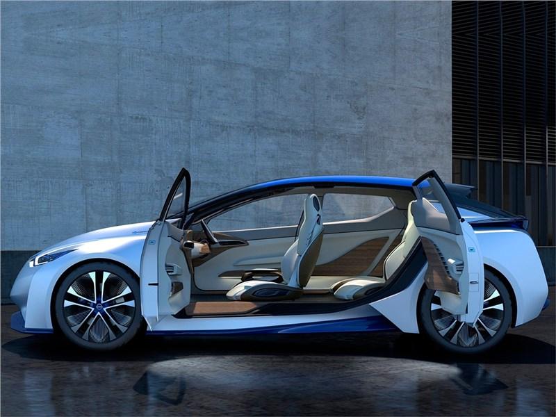Nissan IDS concept 2015 вид сбоку с открытыми дверями
