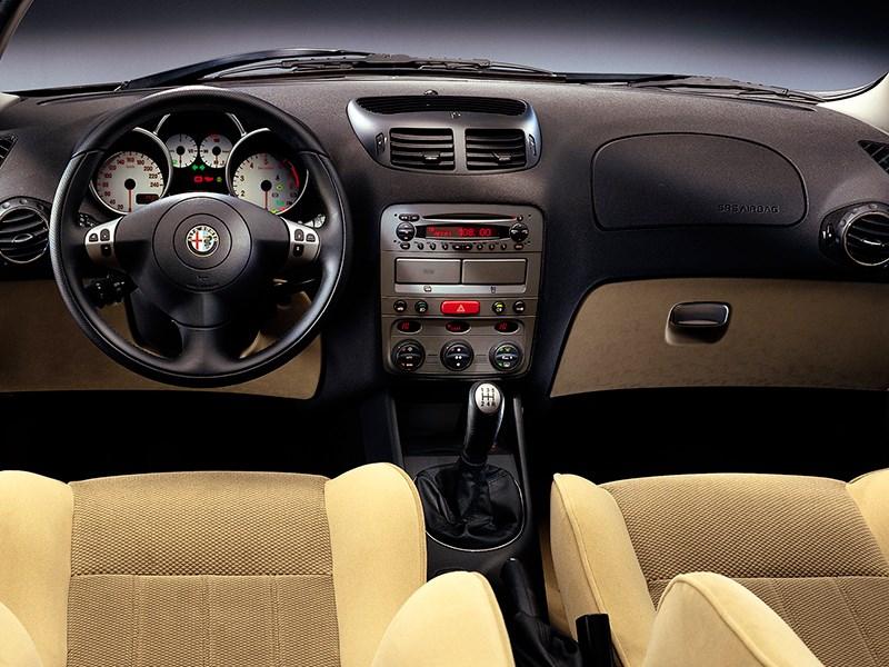 Alfa Romeo 147 2000 водительское место