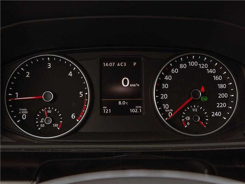 Volkswagen Multivan 2015 приборная панель