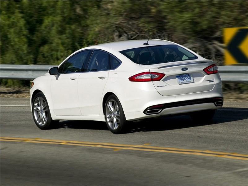Ford Fusion 2012 вид сбоку сзади