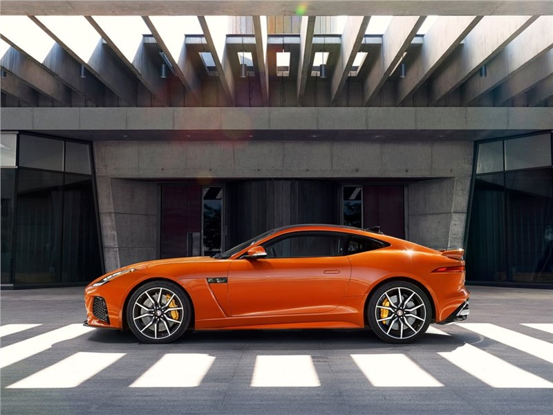 Jaguar F-Type SVR Coupe 2016 вид сбоку