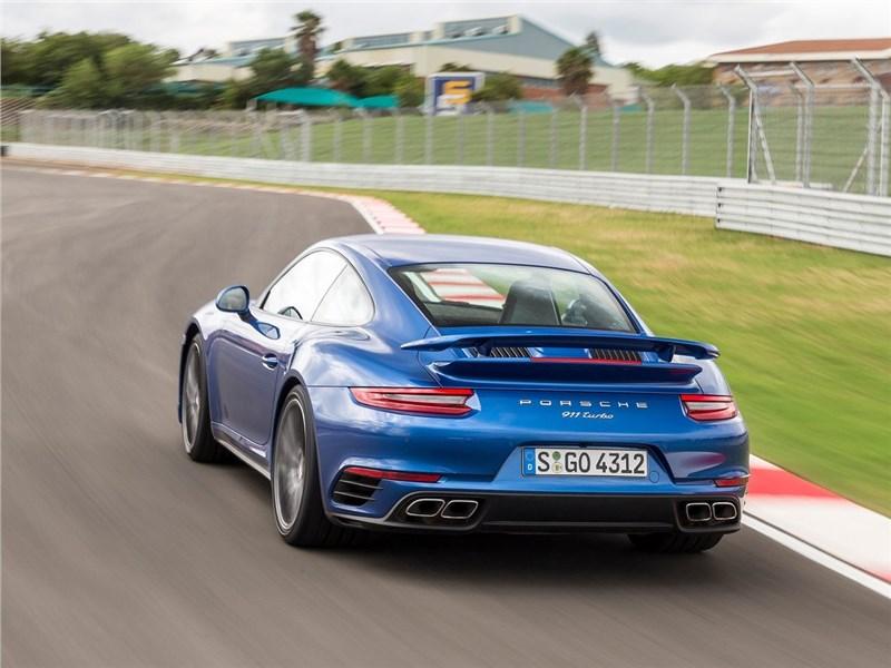 Porsche 911 Turbo 2016 вид сзади сбоку