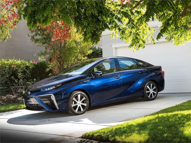Водородный Toyota Mirai назван самым экологичным автомобилем 2016 года