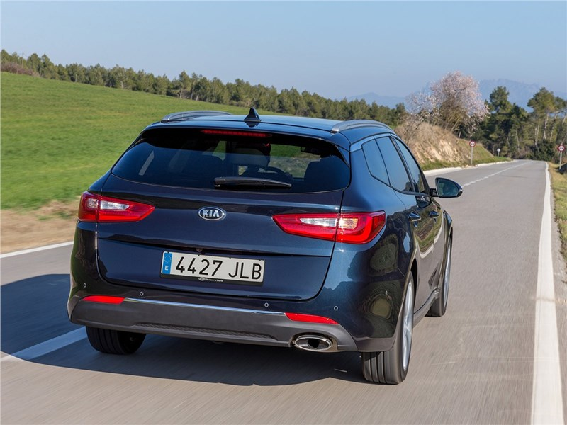 Kia Optima Sportswagon 2016 вид сзади