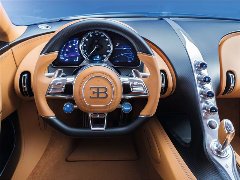 Bugatti Chiron 2017 водительское место