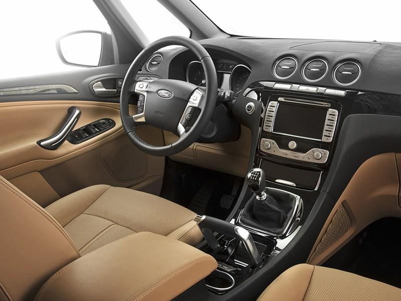 Ford Galaxy 2006 салон двухцветного исполнения передняя часть