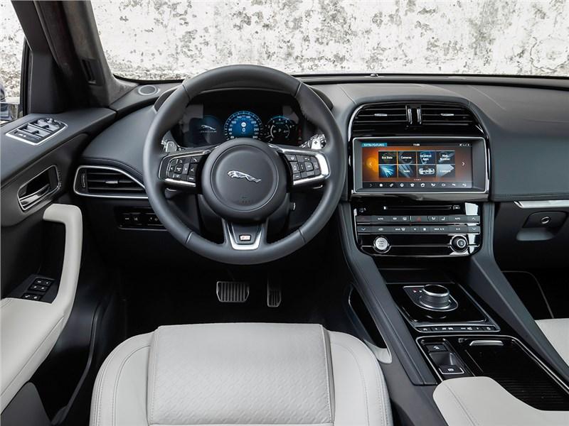 Jaguar F-Pace 2016 салон