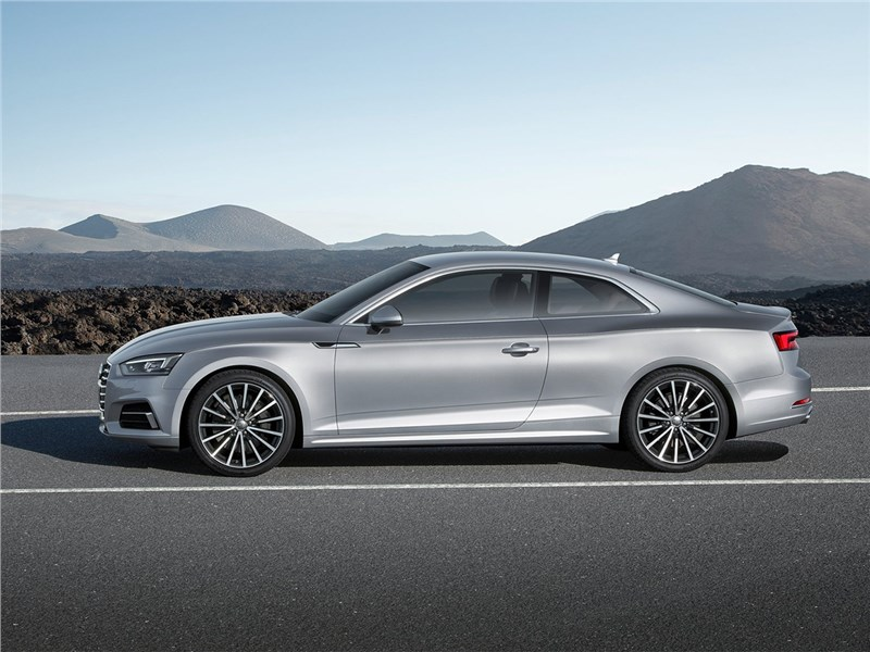 Audi A5 Coupe 2017 вид сбоку