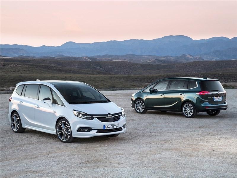 Opel Zafira 2017 черная и белая