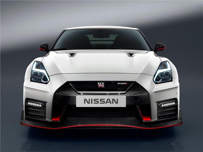 Nissan GTR Nismo 2017 вид спереди