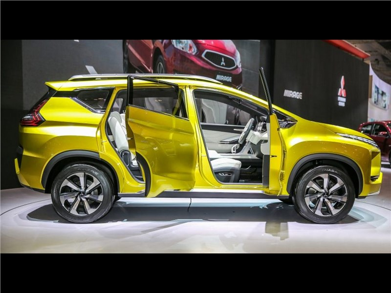 Mitsubishi XM 2016 вид сбоку