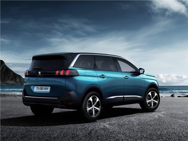 Peugeot 5008 2017 вид сбоку сзади