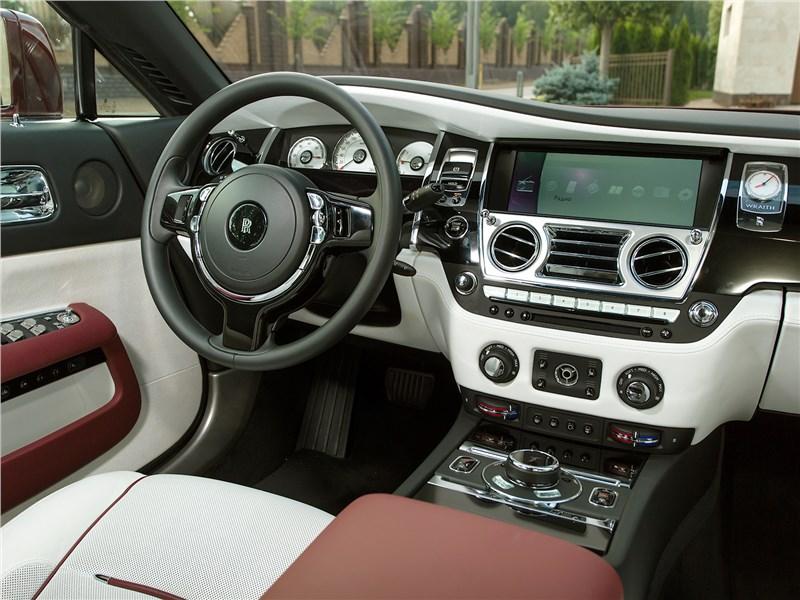 Rolls-Royce Wraith 2013 водительское место