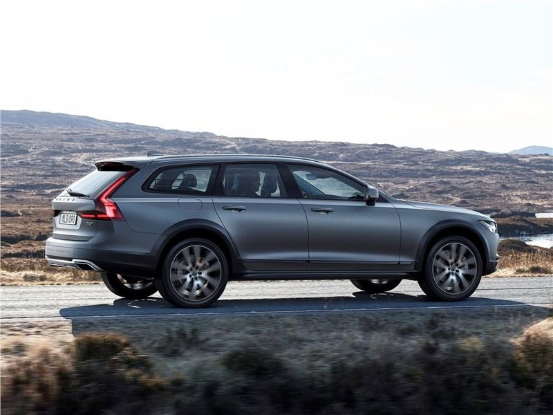 Volvo V90 Cross Country 2017 вид сбоку сзади