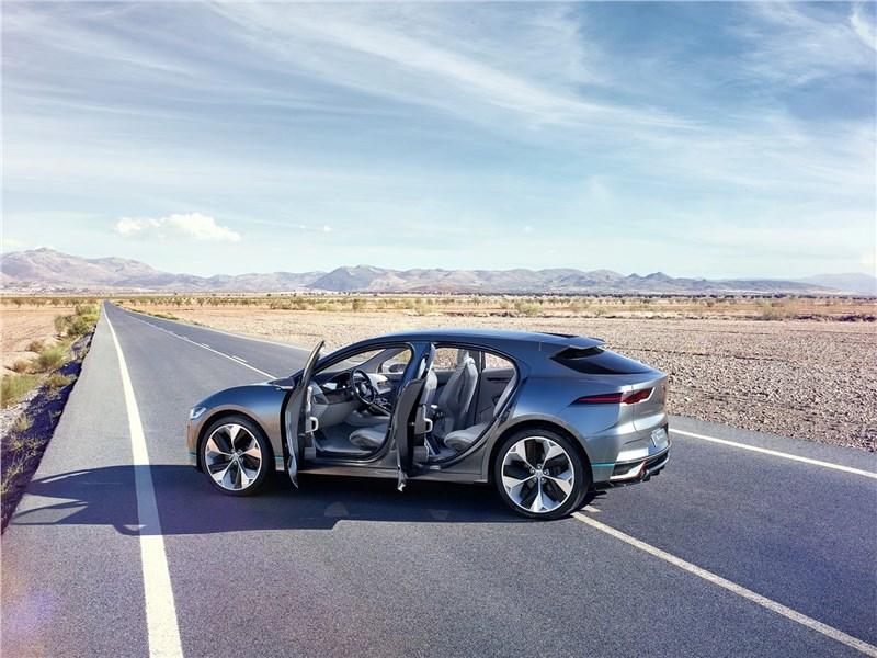 Jaguar I-Pace Concept 2016 вид сбоку с открытыми дверями
