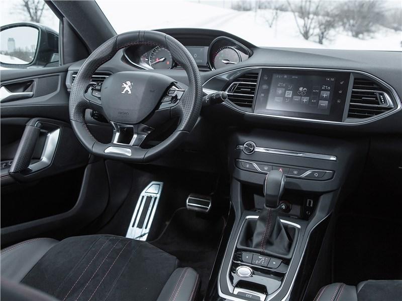 Peugeot 308 2013 салон