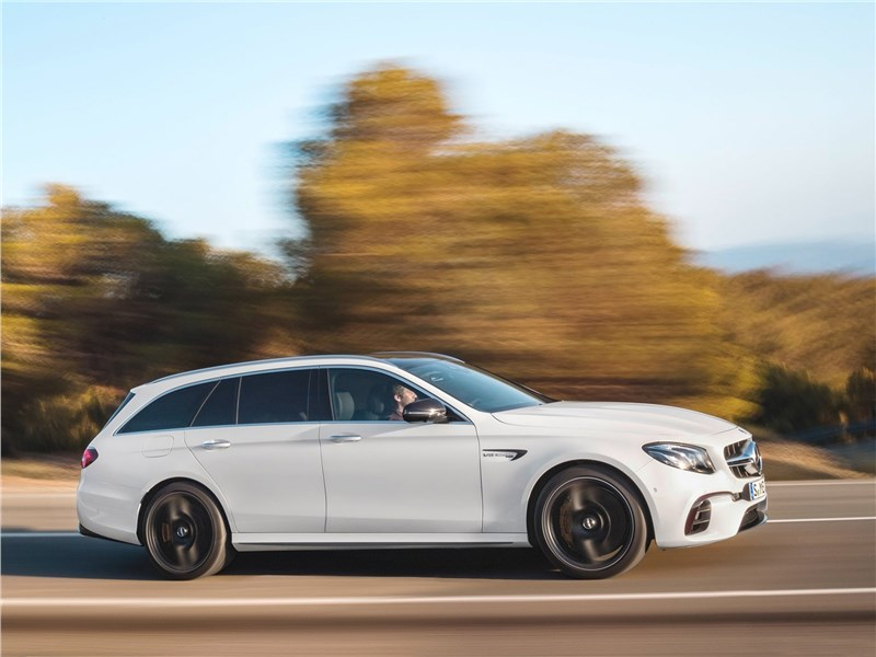 Mercedes-Benz E63 S AMG Estate 2018 вид сбоку