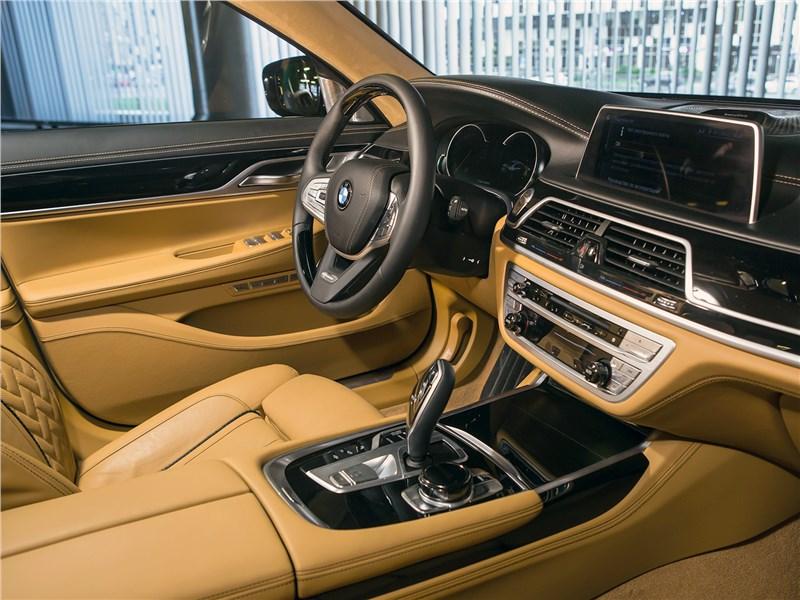BMW 740Ld xDrive 2016 салон