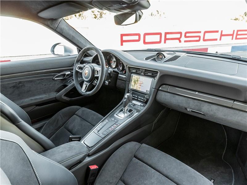 Porsche 911 GTS 2018 салон