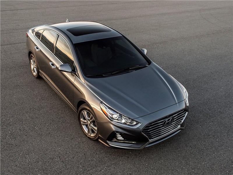 Hyundai Sonata 2018 вид спереди сверху