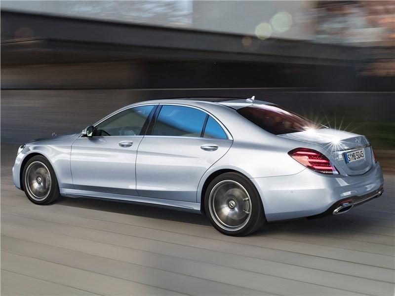 Mercedes-Benz S-Class 2018 вид сбоку сзади