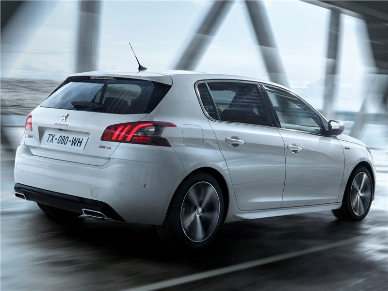 Peugeot 308 2018 вид сзади