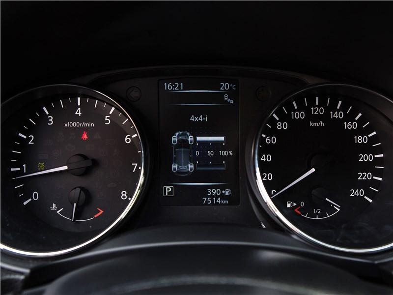 Nissan Qashqai 2014 приборная панель