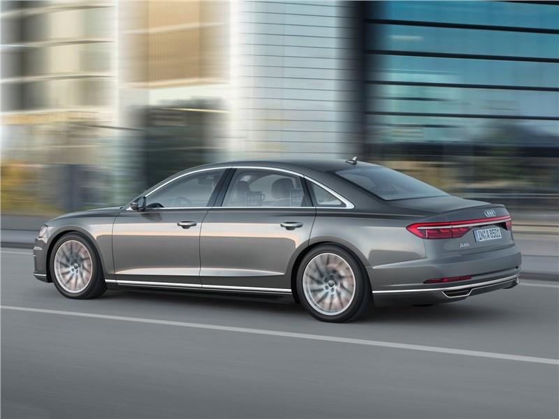 Audi A8 L 2018 вид сзади
