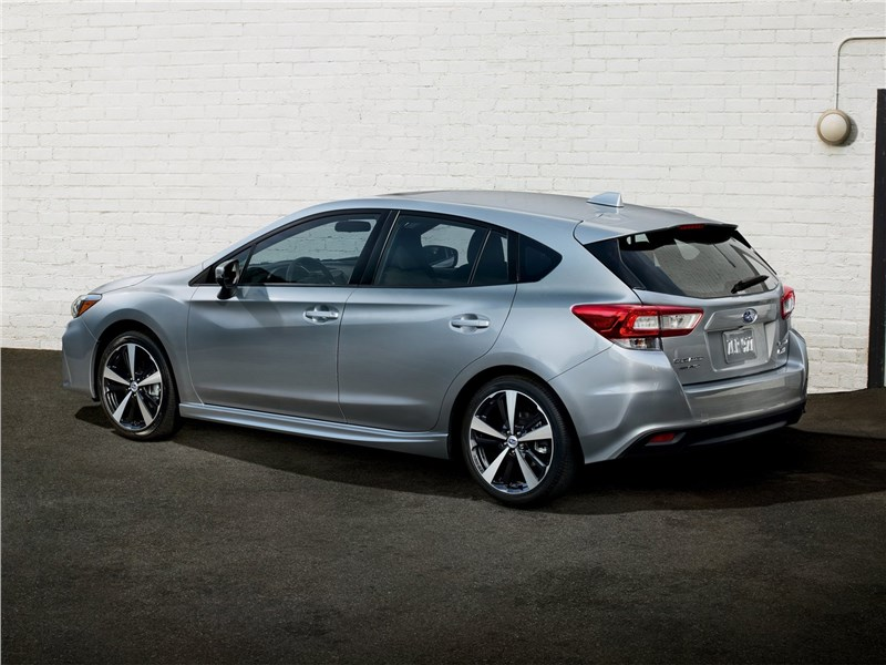 Subaru Impreza 2017 вид сзади сбоку