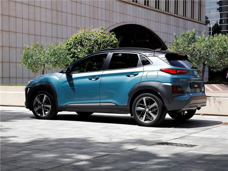Hyundai Kona 2018 вид сбоку сзади