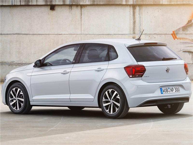 Volkswagen Polo 2018 вид сбоку сзади
