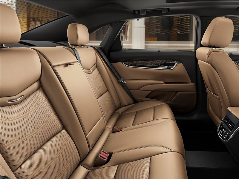 Cadillac XTS 2018 места для пассажиров