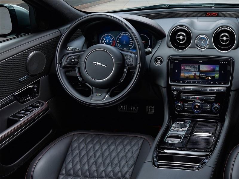Jaguar XJR575 2018 салон