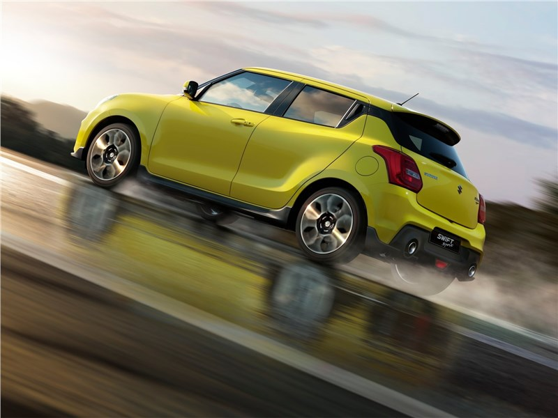 Suzuki Swift Sport 2018 вид сбоку
