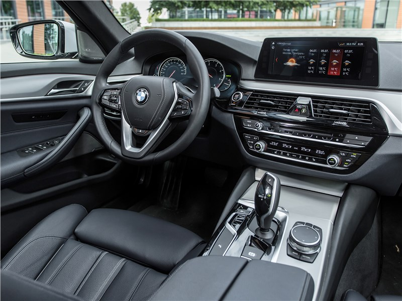 BMW 520d xDrive 2017 салон