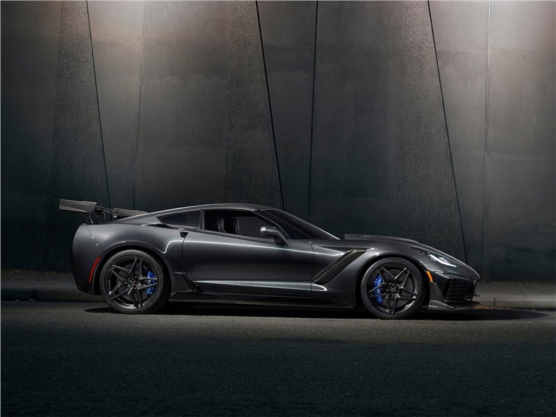 Chevrolet Corvette ZR1 2019 вид сбоку