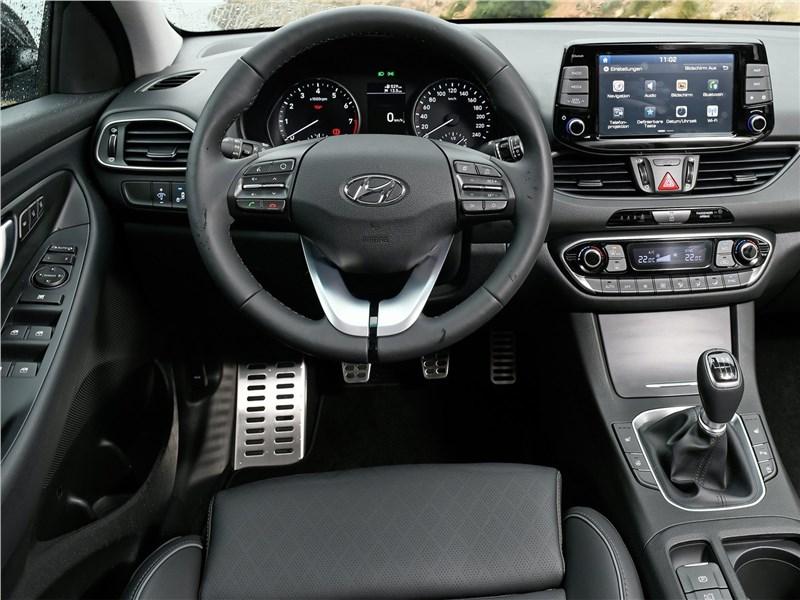 Hyundai i30 Fastback 2017 салон