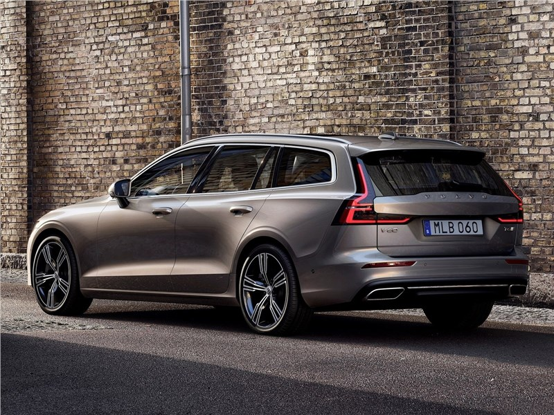 Volvo V60 2019 вид сбоку сзади