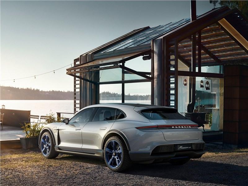 Porsche Mission E Cross Turismo Concept 2018 вид сбоку сзади