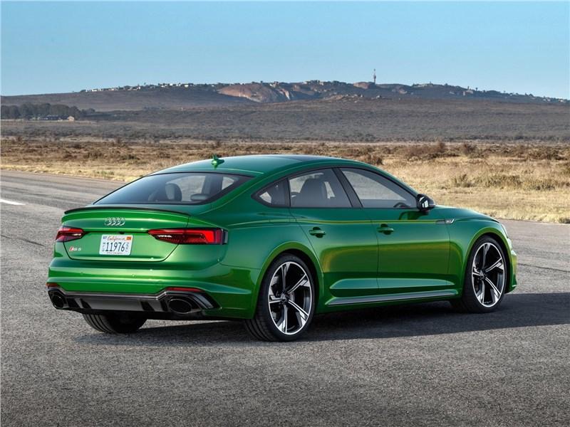 Audi RS5 Sportback 2019 вид сбоку сзади