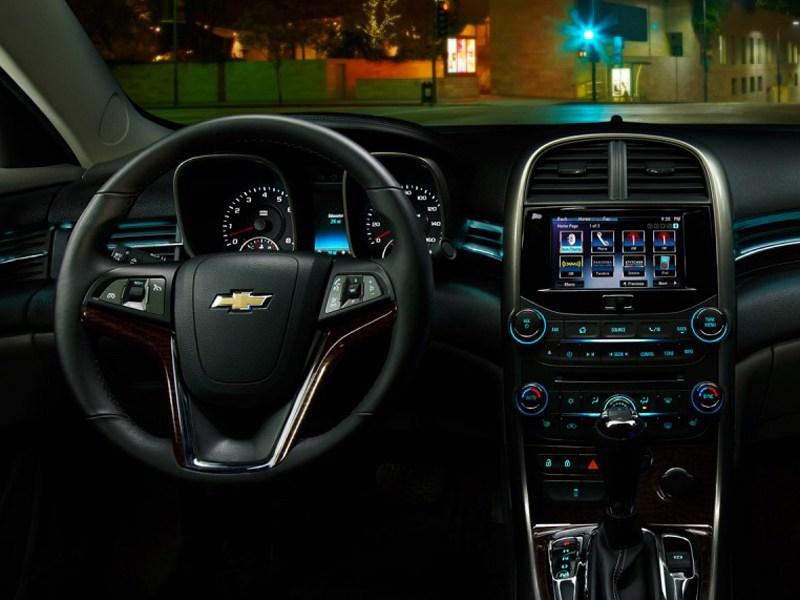 Chevrolet Malibu 2012 место водителя