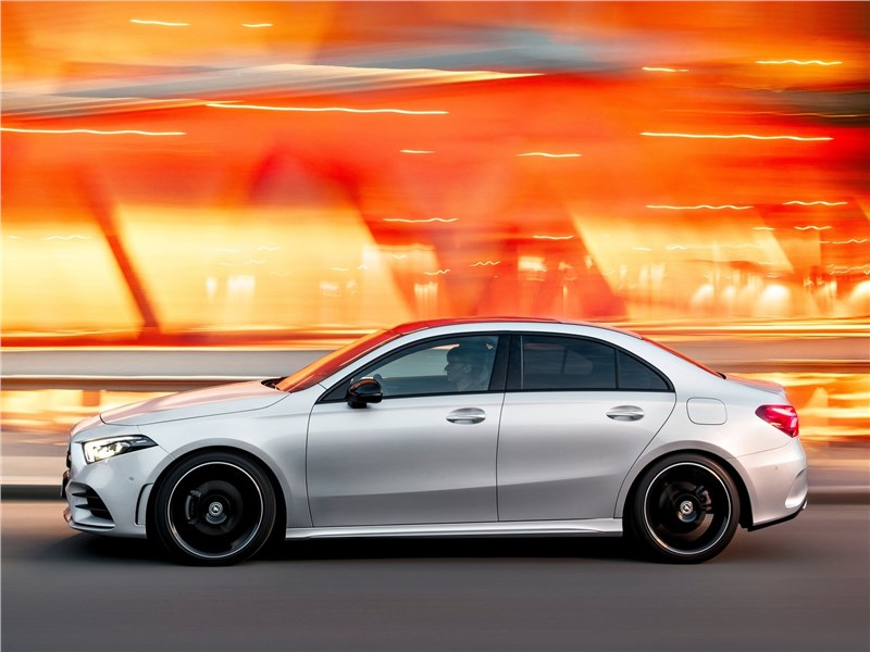 Mercedes-Benz A-Class 2019 вид сбоку