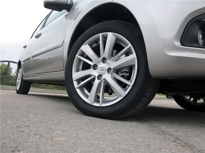 Lada Granta 2019 заднее колесо