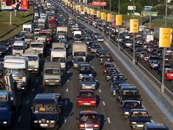 12 тыс. грузовиков получат разрешение на проезд по МКАД днем