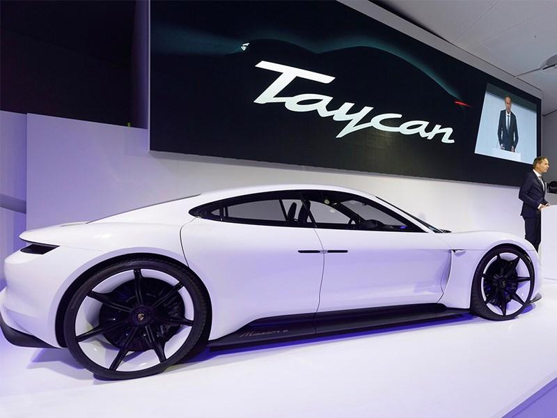 Электрический Порше Taycan выйдет в 3-х модификациях